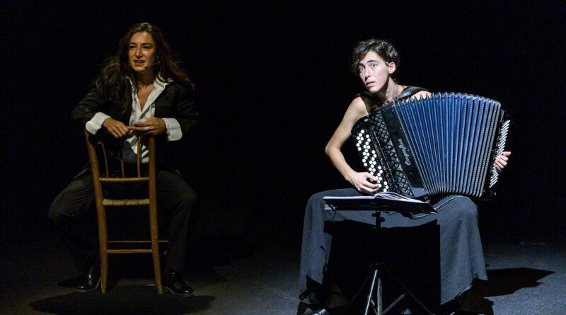 Fino a domenica 13 giugno 2021 al Teatro Gerolamo di Milano sarà in scena E BASTAVA UNA INUTILE CAREZZA A CAPOVOLGERE IL MONDO con Arianna Scommegna